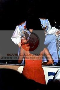WMM 1975 Onstage kissing brunette standin up front stage