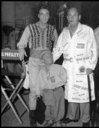 1960s-elvis-off-set-harum-scarum-with-colonel-parker-and-mideget