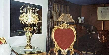 GRACELAND furniture upstairs red hearted chair.jpg