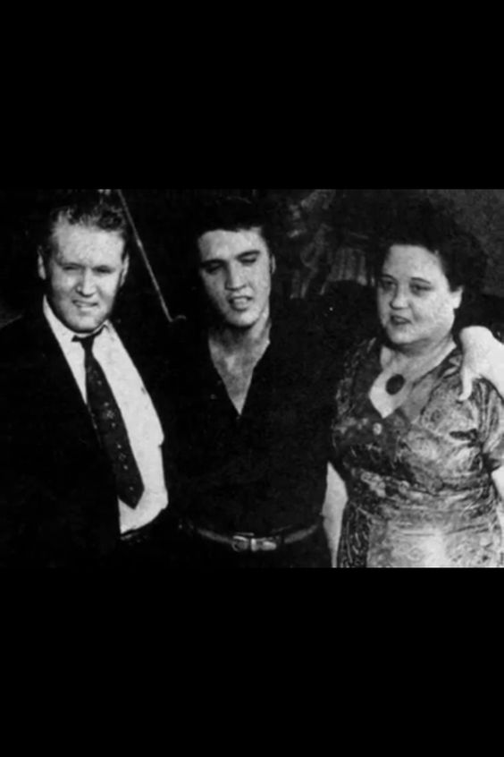 BIO Elvis with Gladys and Vernon teh WelcomeHome Tupelo concert cndidd