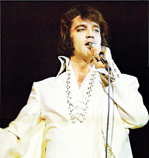 1971 Elvis onstage white jumpr with circular slotted oneof the BEST shots