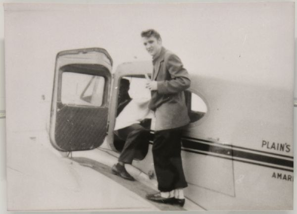 1956 Elvis boarding private plane American Airlenes